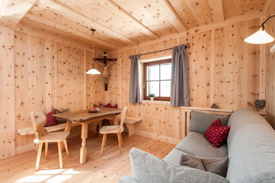 latemar ferienwohnung ritten wohnen am bauernhof in s dtirol. Black Bedroom Furniture Sets. Home Design Ideas