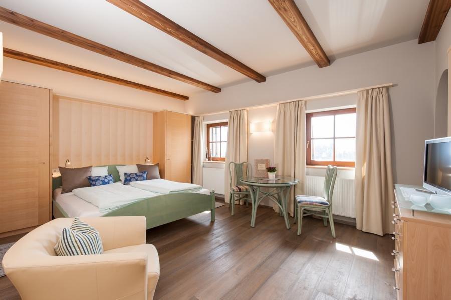 rosengarten ferienwohnung ritten wohnen am bauernhof in s dtirol. Black Bedroom Furniture Sets. Home Design Ideas